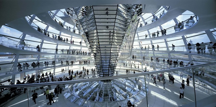 Why Norman Foster Scoops Daylight into his Buildings, © Rudi Meisel. Image Reichstag New German Parliament / Foster + Partners