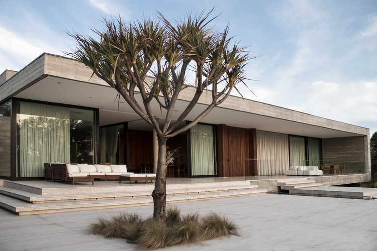 Residência M / F:Poles Arquitetura, © Fabiana Santa