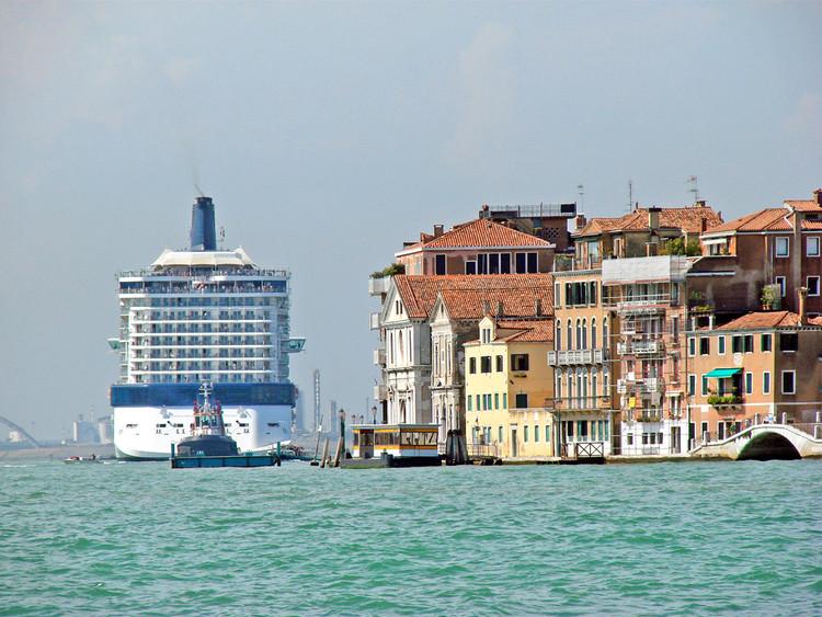 "Cidade versus água: entenda como Veneza foi construída, Veneza, Itália. Imagem: <a href=""https://www.flickr.com/photos/dalbera/6156556391/"">dalbera</a> on <a href=""https://visualhunt.com"">VisualHunt.com</a> / <a href=""http://creativecommons.org/licenses/by/2.0/""> CC BY</a>"