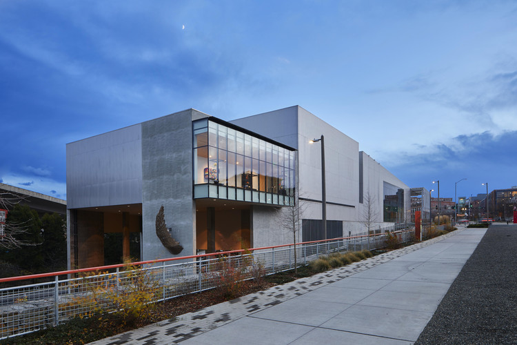 Tacoma Art Museum Benaroya Wing / Olson Kundig, © Benjamin Benschneider