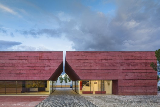 Center for Interpretation of The Battle of Atoleiros / Gonçalo Byrne Arquitectos + Oficina Ideias em Linha. Image © Fernando Guerra | FG+SG