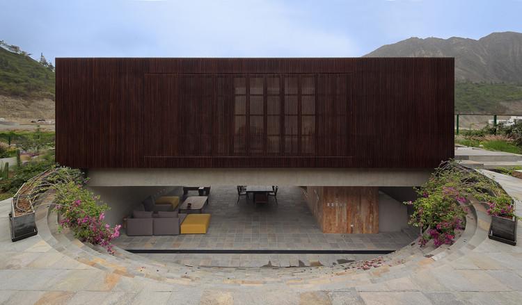 Topo House / Martin Dulanto Arquitecto, © Juan Solano Ojasi