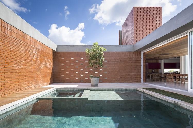 Casas brasileiras: 14 residências com pátio , © Joana França