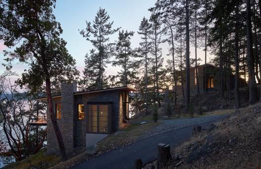 Hillside Sanctuary / Hoedemaker Pfeiffer