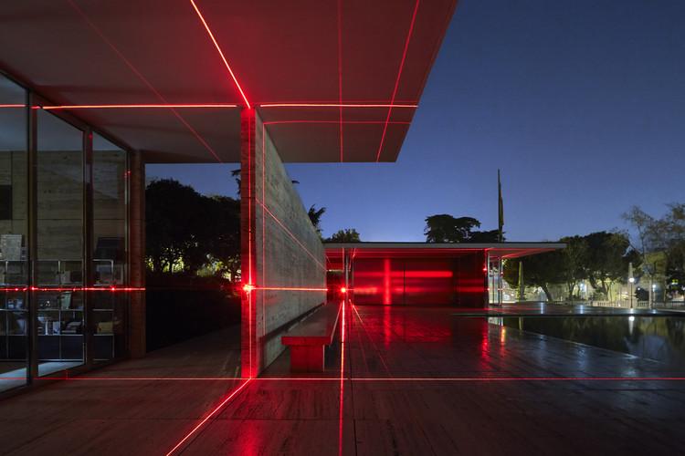 Barcelona Pavilion Transformed into Grid of Lasers by Luftwerk & Iker Gil, Geometry of Light. Image © Kate Joyce