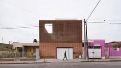 Casa Estúdio Refúgio Urbano / Estudio Berzero Jaros
