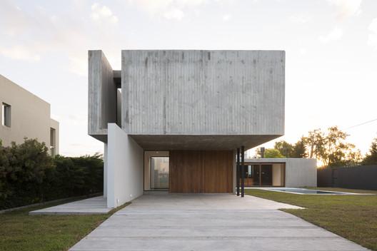 REX House / Felipe Gonzalez Arzac Arquitecto