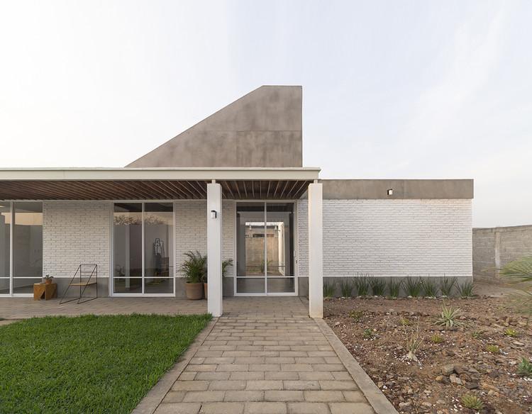 Casa Santo Domingo / Apaloosa Estudio de Arquitectura y Diseño + Simetría Estudio de Arquitectura, © Carlos Berdejo Mandujano