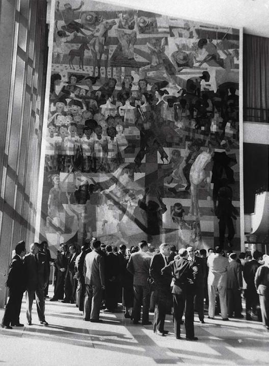 """Painel de Portinari doado à ONU será recriado em mosaico na USP, Painel """"Guerra e Paz"""" de Candido Portinari na ONU, Nova Iorque. Image Cortesia de Oficina de Mosaicos"""