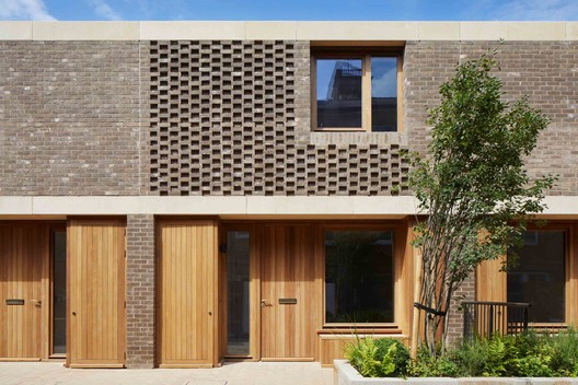 Wildernesses Mews / Morris+Company