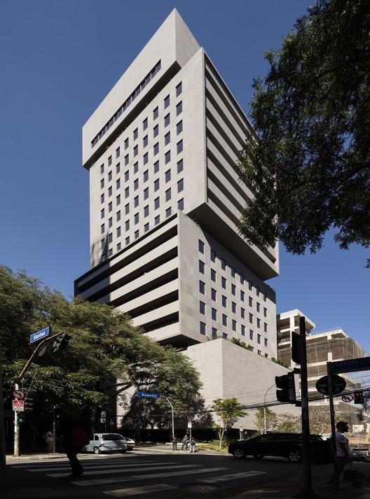 Santos Augusta Building / Isay Weinfeld, © Fernando Guerra | FG+SG