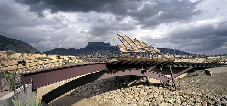 La arquitectura humana y del territorio de Carme Pinós, Pasarela peatonal en Petrer [1999]. Image © Duccio Malagamba
