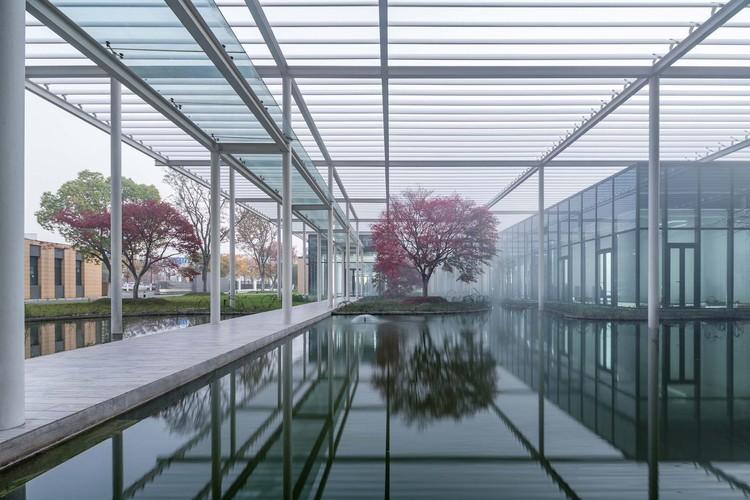 Xinsu Group R&D Center / Minax Architects, courtyard. Image © Qingshan Wu