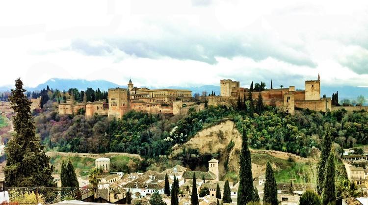 Se desploma uno de los muros del entorno de la Alhambra de Granada, Panorámica Alhambra y 'Cuesta de los Chinos', Granada. Image © Jordi Böhme López [Flickr bajo licencia CC BY-NC 2.0]
