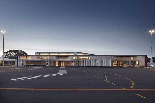 Kangaroo Island Air Terminal / Ashley Halliday