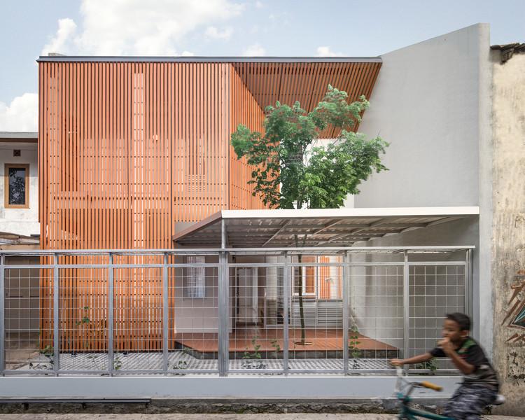Albizzia House / Aaksen Responsible Aarchitecture, © KIE