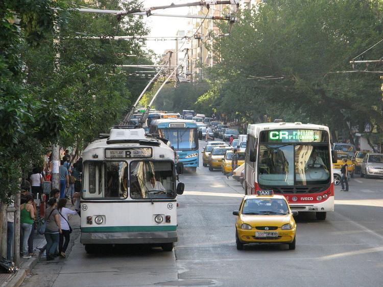 Transporte público sostenible, un objetivo necesario de cumplir en la ciudad de Córdoba, vía Wikipedia user:  Poiche Licensed under CC BY 2.0