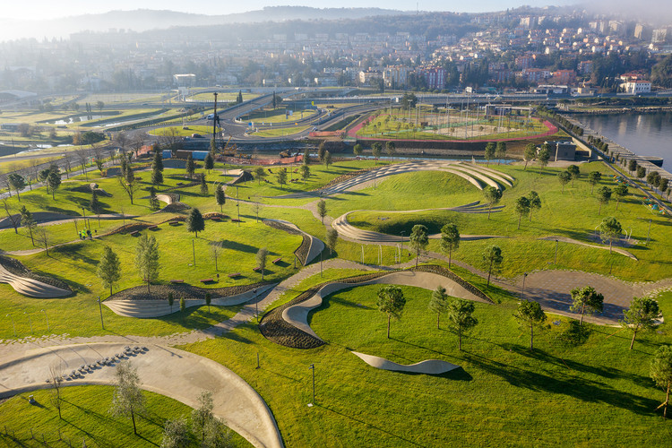 Parque Central de Koper / Enota, © Miran Kambič