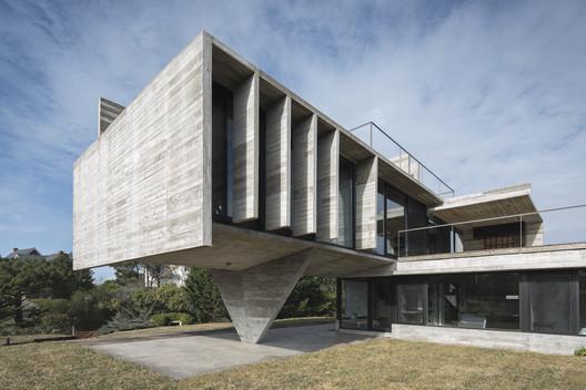Cariló House / Luciano Kruk