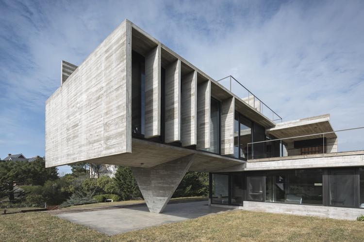 Cariló House / Luciano Kruk, © Daniela Mac Adden