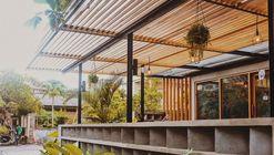 Canvas Café Bali / Studio Tropis