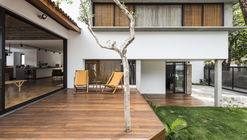 Eaves House / Zoom Urbanismo Arquitetura e Design