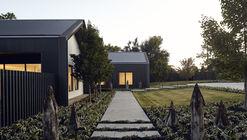 Casa en Silhouette / Atelier red+black