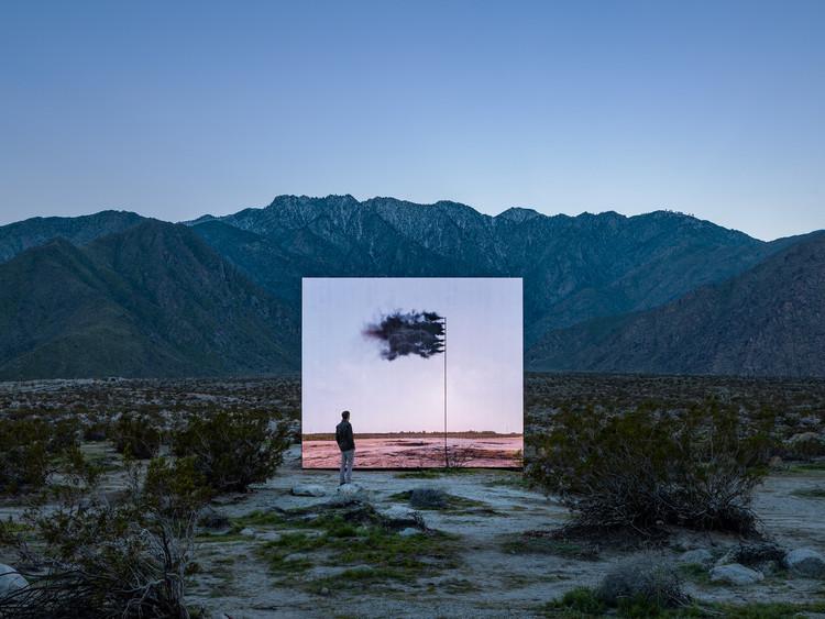 19 Instalações site-specific são construídas no deserto da Califórnia para o evento Desert X , Desert X installation view, John Gerrard, Western Flag (Spindletop, Texas) 2017, 2017-2019. Image © Lance Gerber, courtesy of Desert X