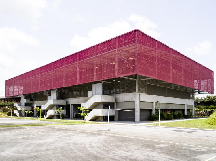 Gimnasio de la Escuela secundaria Blaise Pascal / Koffi & Diabaté Architectes, © François-Xavier Gbré