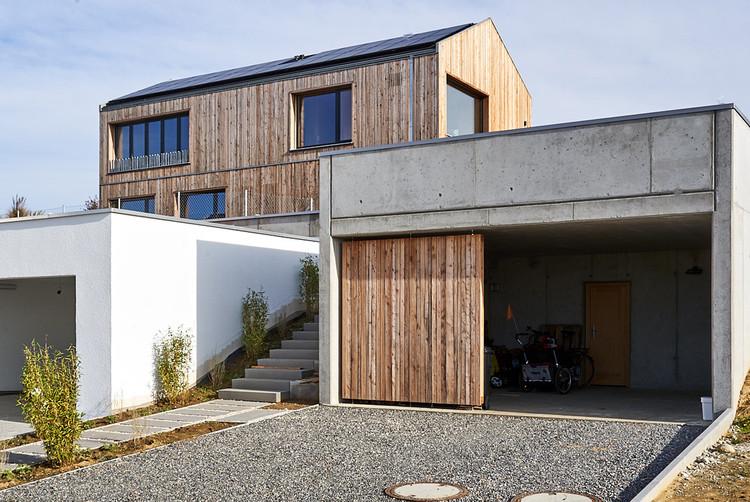 Vielseitiges Haus am Hang / Wolfertstetter Architektur, © Thomas Rudolf