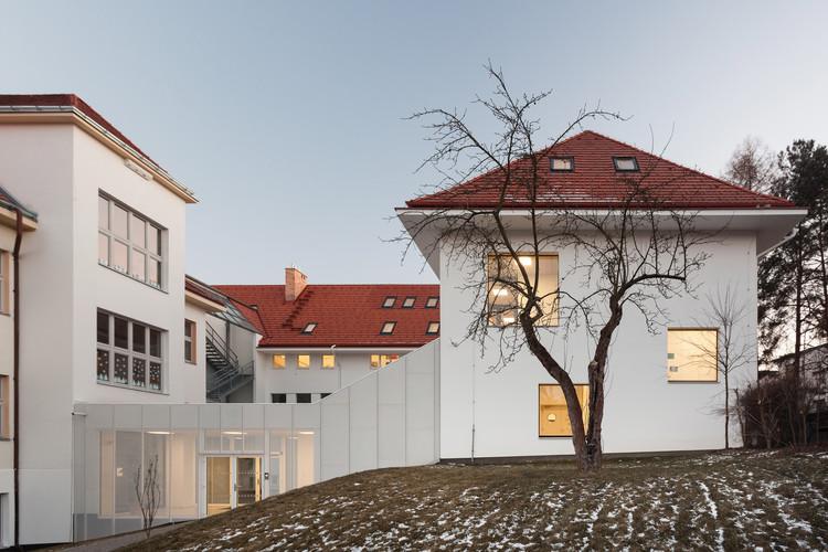 Jara Cimrman School / Progres Atelier, © Alex Shoots Buildings - Alexandra Timpau