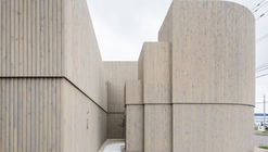 Corridor of the Fold / Jun Igarashi Architects