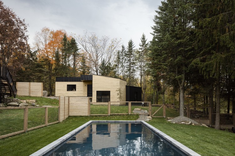 Abercorn Chalet / Tux Agency + Guillaume Kukucka Architect, © Maxime Brouillet