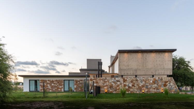 Nagus House / IASE Arquitectos, © Gonzalo Viramonte