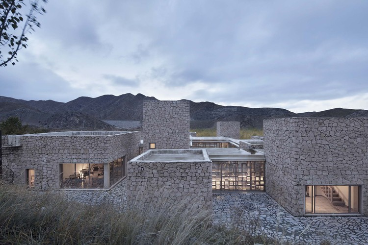 Redstone House / Atelier 100s+1, building and mountains. Image © Zhi Xia