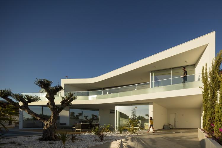 Casa no Canavial / Vitor Vilhena Architects, © Fernando Guerra | FG+SG
