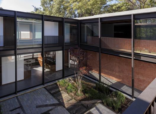 Audisan House / em-estudio
