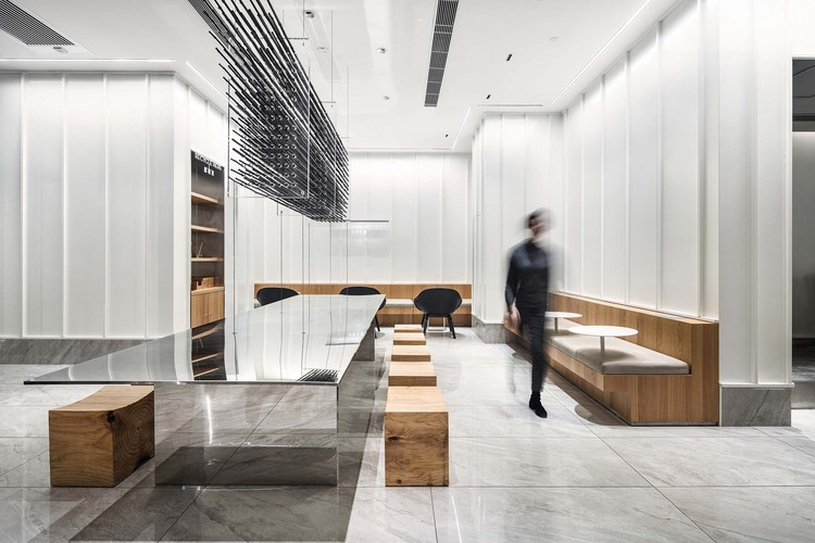 HEYTEA at Zhengzhou Grand Emporium / MOC DESIGN OFFICE, seating area. Image © ArchiTranslator