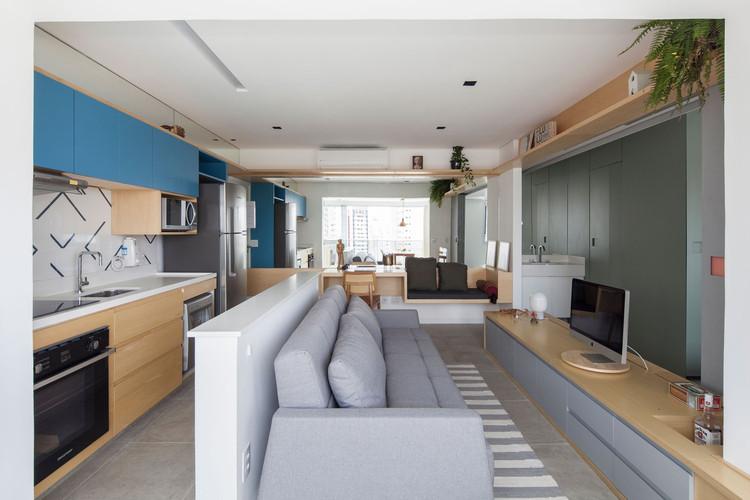 Cazo Apartment / Estúdio BRA. Image © Maíra Acayaba