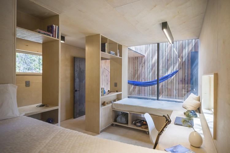 COBS Year-Round Micro Cabins / Colorado Building Workshop. Image © Jesse Kuroiwa
