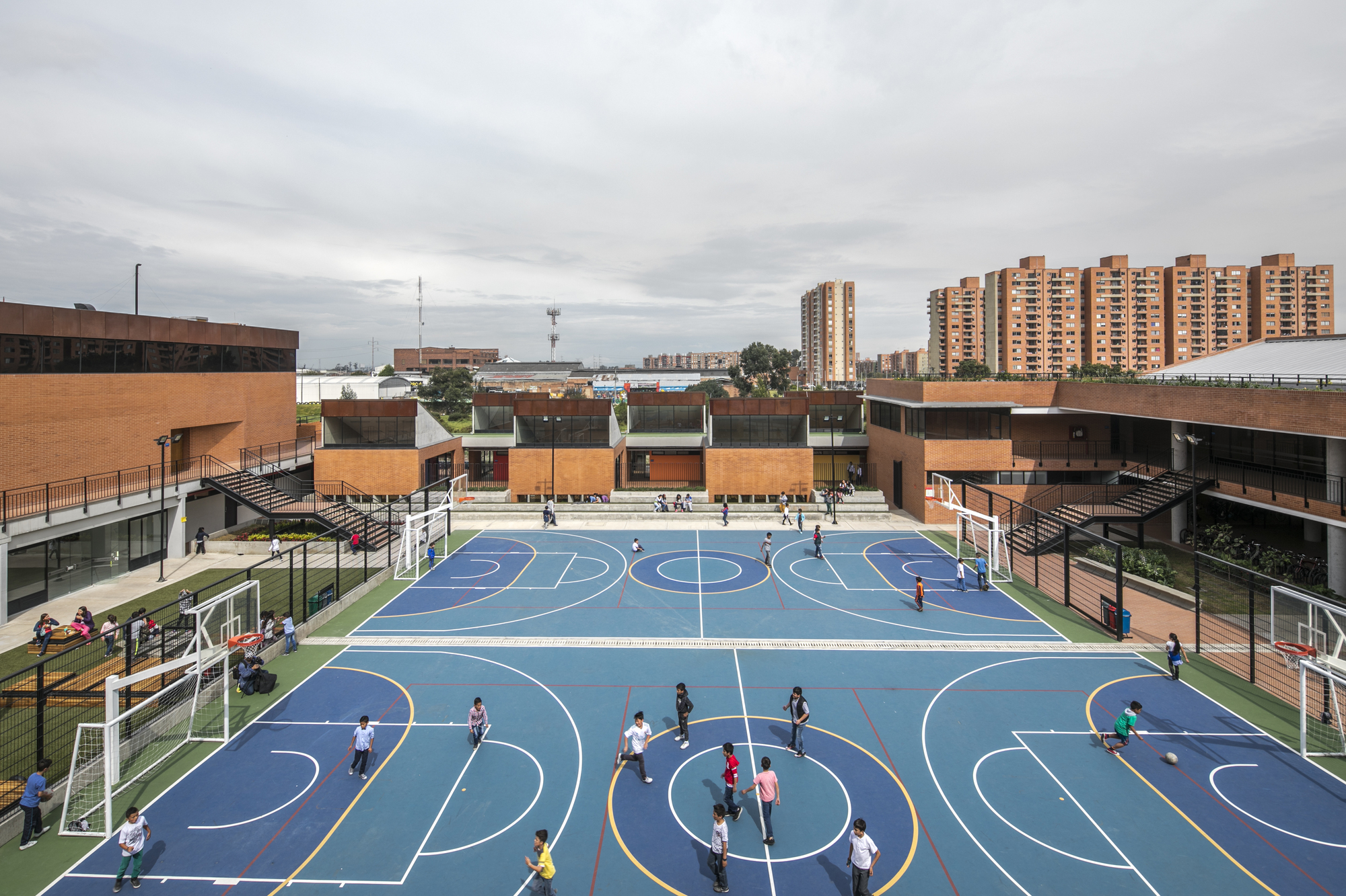 La Felicidad: La Felicidad School / FP Arquitectura