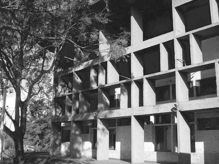 Clásicos de Arquitectura: Escuela Normal Superior N°1 Domingo Faustino Sarmiento / Mario Soto y Raúl Rivarola, Imagen retocada. Image Cortesía de Dra. Arq. Graciela C Gayetzky de Kuna