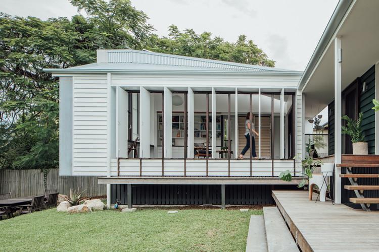 Yeronga House / Tim Bennetton Architects, © Shantanu Starick