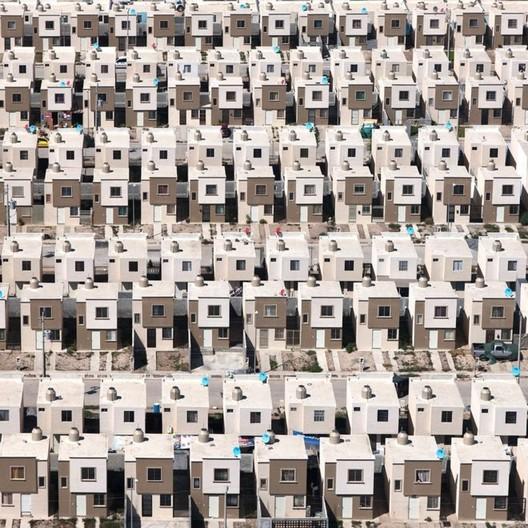 <a href='https://www.plataformaarquitectura.cl/cl/893152/paraisos-siniestros-fotografias-aereas-de-vivienda-de-interes-social-el-mexico'>Paraísos Siniestros: vivienda de interés social en México</a>. Image © Jorge Taboada