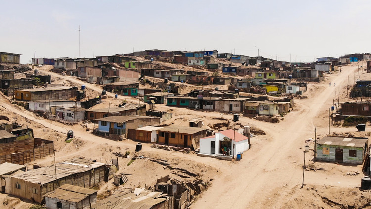 Transformando a bajo coste una casa pequeña en la ladera de Lima, 5. Image © Pedro Zamalloa