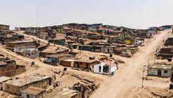 Transformando a bajo coste una casa pequeña en la ladera de Lima