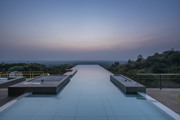 Infinity Pools in 15 Architecture Projects, © Photographix