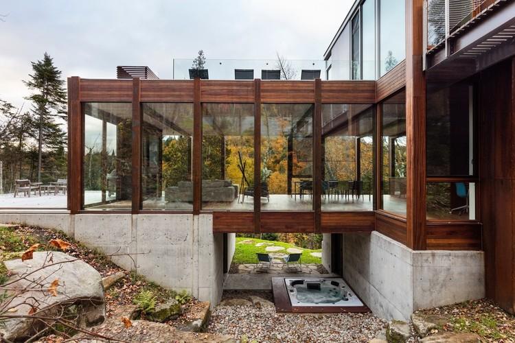 House Dans l'Escarpement / YH2 Architecture, © Maxime Brouillet