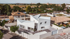 Albania House / OOIIO Arquitectura
