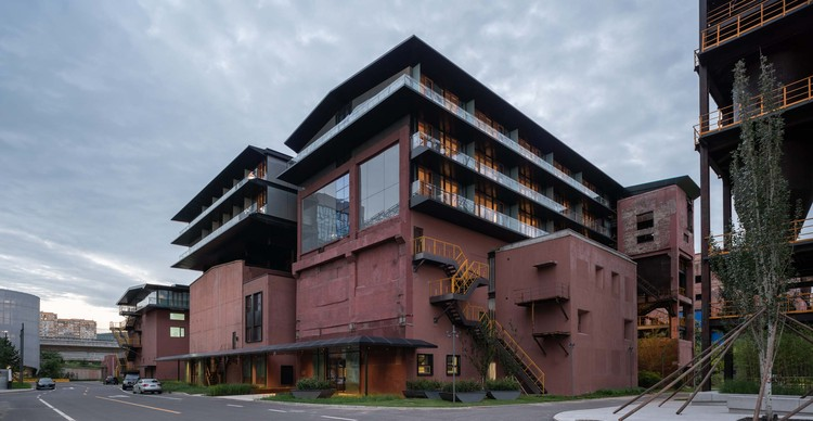 Holiday Inn Express Beijing Shougang Silo-Pavilion / China Architecture Design and Research Group, southwestern side. Image © Hao Chen